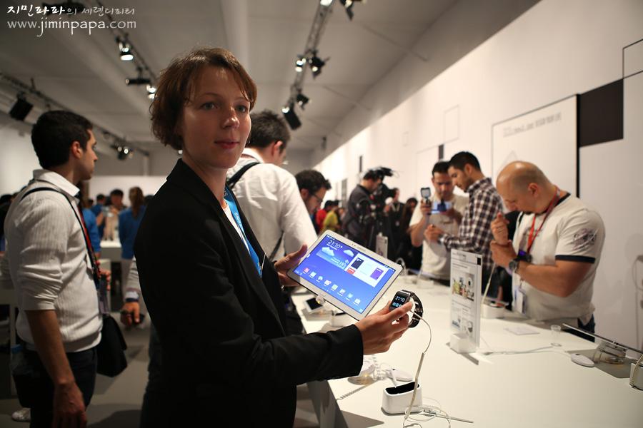 삼성 언팩 행사를 취재하고 있는 해외 언론의 모습입니다.