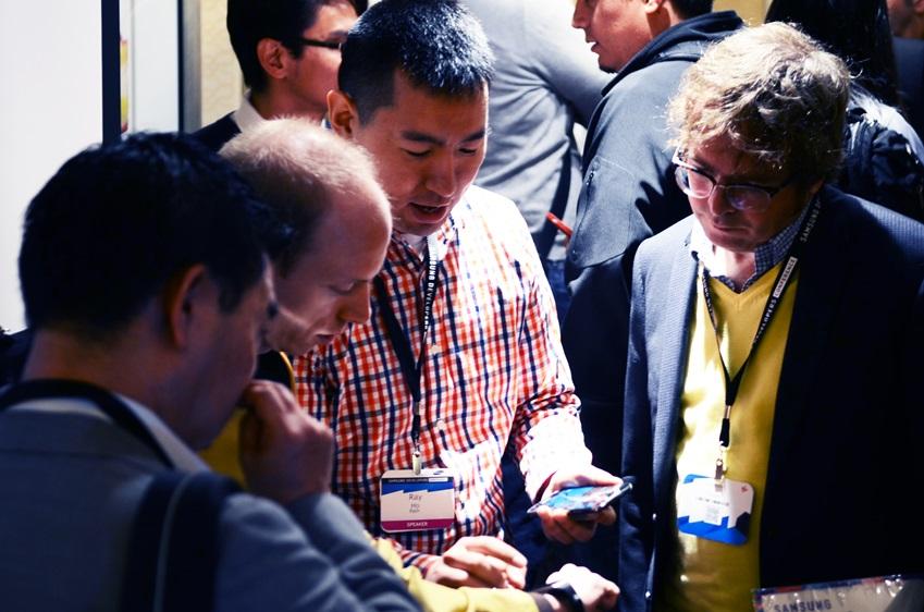삼성 개발자 컨퍼런스 참가자 모습입니다.