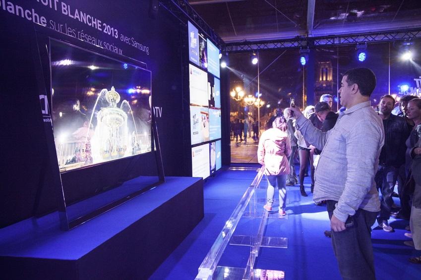 삼성 UHD TV가 프랑스 백야 축제에 전시되어있습니다.