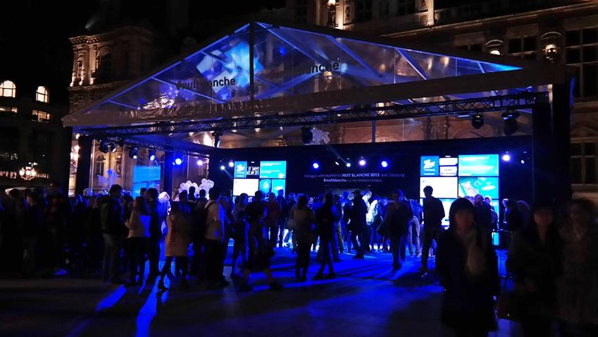 2013 nuit blanche 행사 현장입니다. 파리 시청 광장 가운데 위치한 삼성부스의 모습입니다.