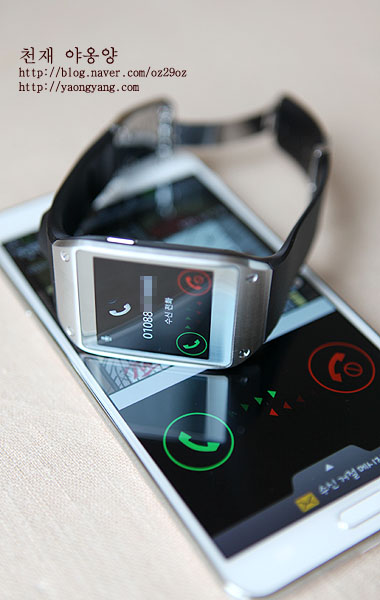 갤럭시 노트 3로 수신된 전화를 갤럭시 기어에서 확인가능합니다.