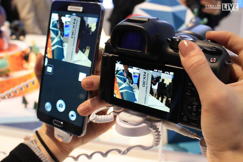 스마트폰으로 NX30 카메라 뷰파인더를 원격 조종