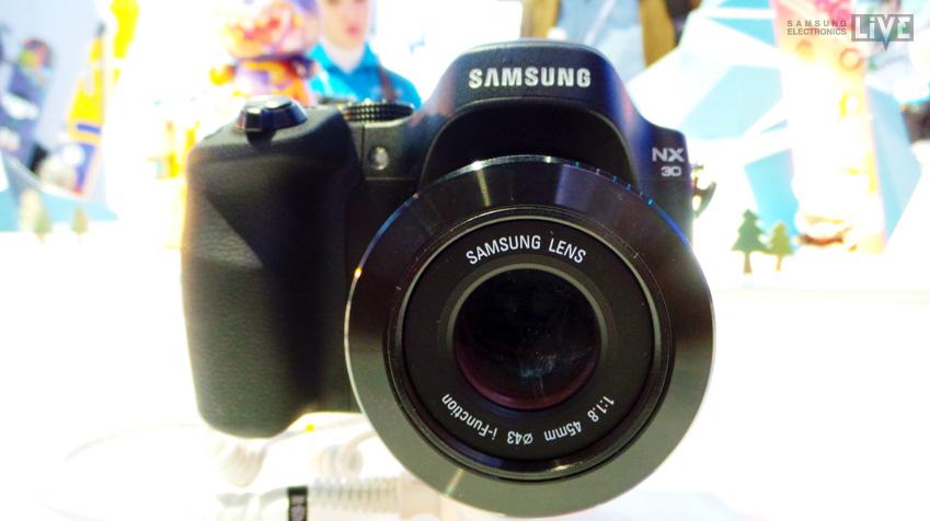 삼성 NX30 카메라 정면 입니다.
