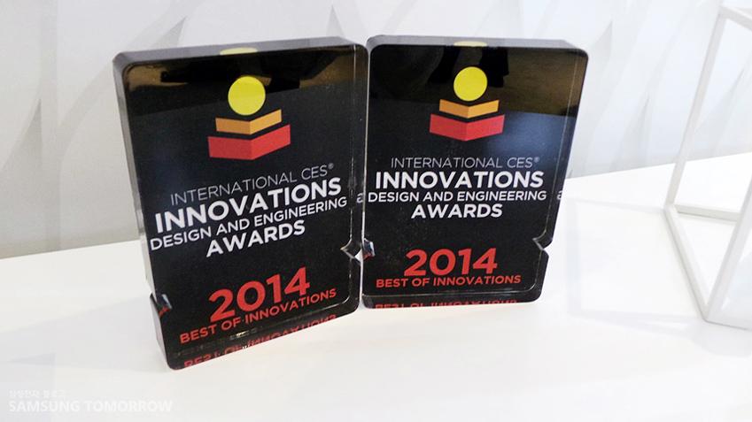 삼성 블루레이 홈시어터는 CES 2014에서 디자인과 공학부문에서 혁신상을 수상했습니다. 사진 이미지는 수상 트로피의 모습입니다.