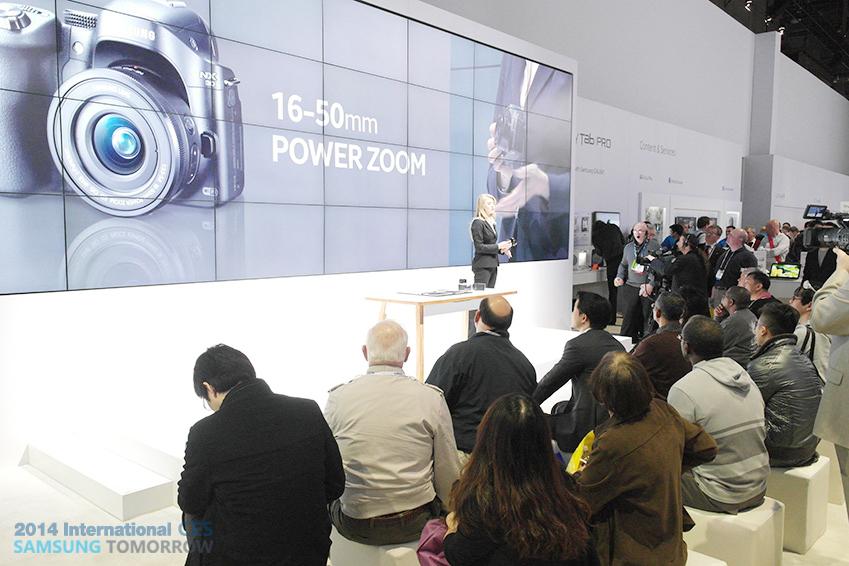 삼성전자 카메라 소개가 이루어지는 사진입니다.