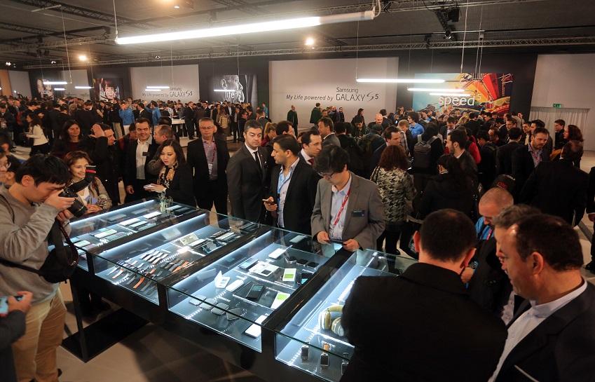 삼성전자는 24일(현지시간) 스페인 바르셀로나 컨벤션센터(CCIB)에서  '삼성 모바일 언팩 2014'를 개최하고 신제품을 공개했습니다.