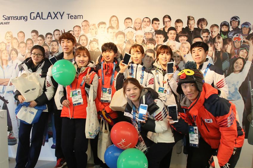 올림픽 스튜디오에 방문한 한국 선수단 이미지입니다.