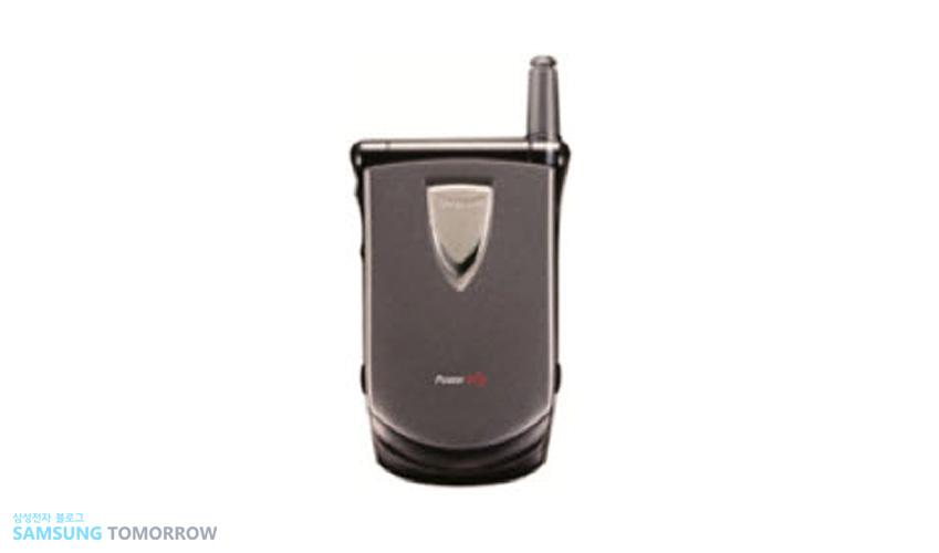 1998년 'SCH-800' 우리에게 폴더폰으로 익숙한, 덮개가 있는(clamshell) 휴대폰이 나왔습니다.