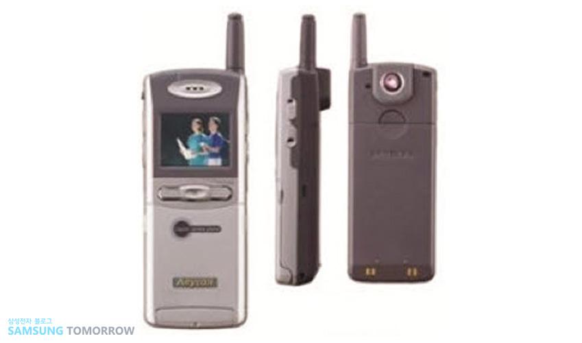2000년 'SCH-V200' 세계 최초로 카메라를 내장한 CDMA 휴대폰입니다.