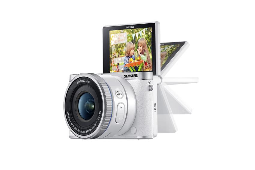 미러팝 디스플레이를 탑재한 NX3000은 가족과 함께하는 여행에서 가족 모두가 담긴 위피(Wefie) 촬영이 보다 손쉬워졌습니다.