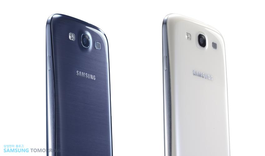 갤럭시 S3 페블블루(왼쪽)과 마블화이트 모델