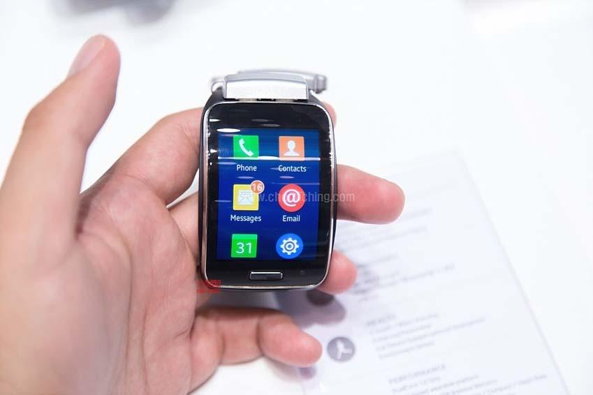 웨어러블 디바이스 삼성 기어S의 앱화면입니다.