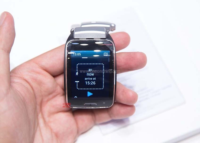 삼성 기어S의 내비게이션 기능으로 도보용 내비게이션 기능을 제공합니다.