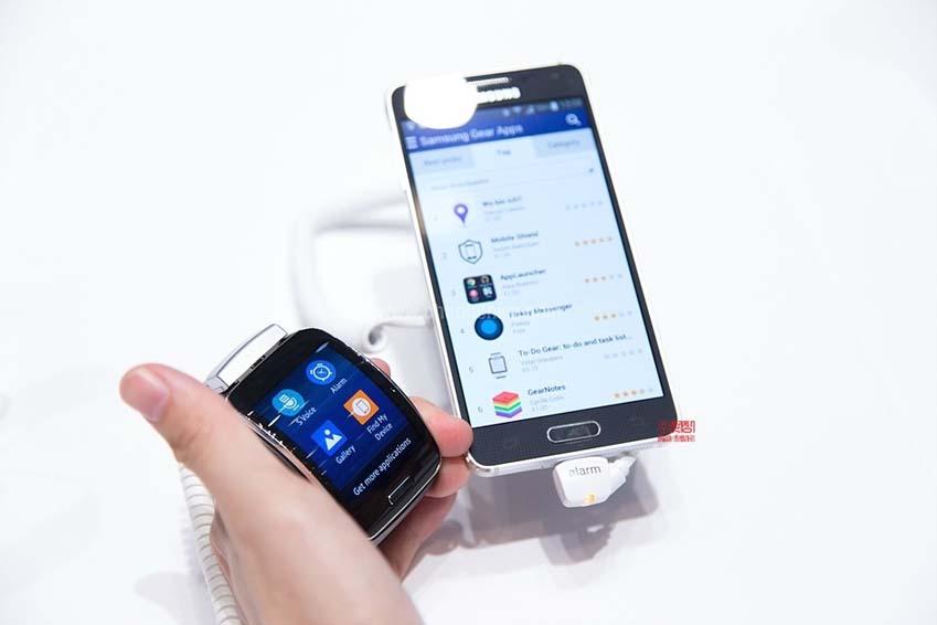 삼성 기어S는 다양한 협업을 통해 효율적인 앱을 선보일 예정입니다.