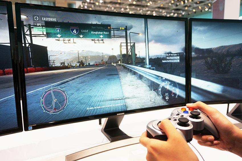 넓은 화면을 통해 경험하는 게임은 박진감이 넘칩니다.