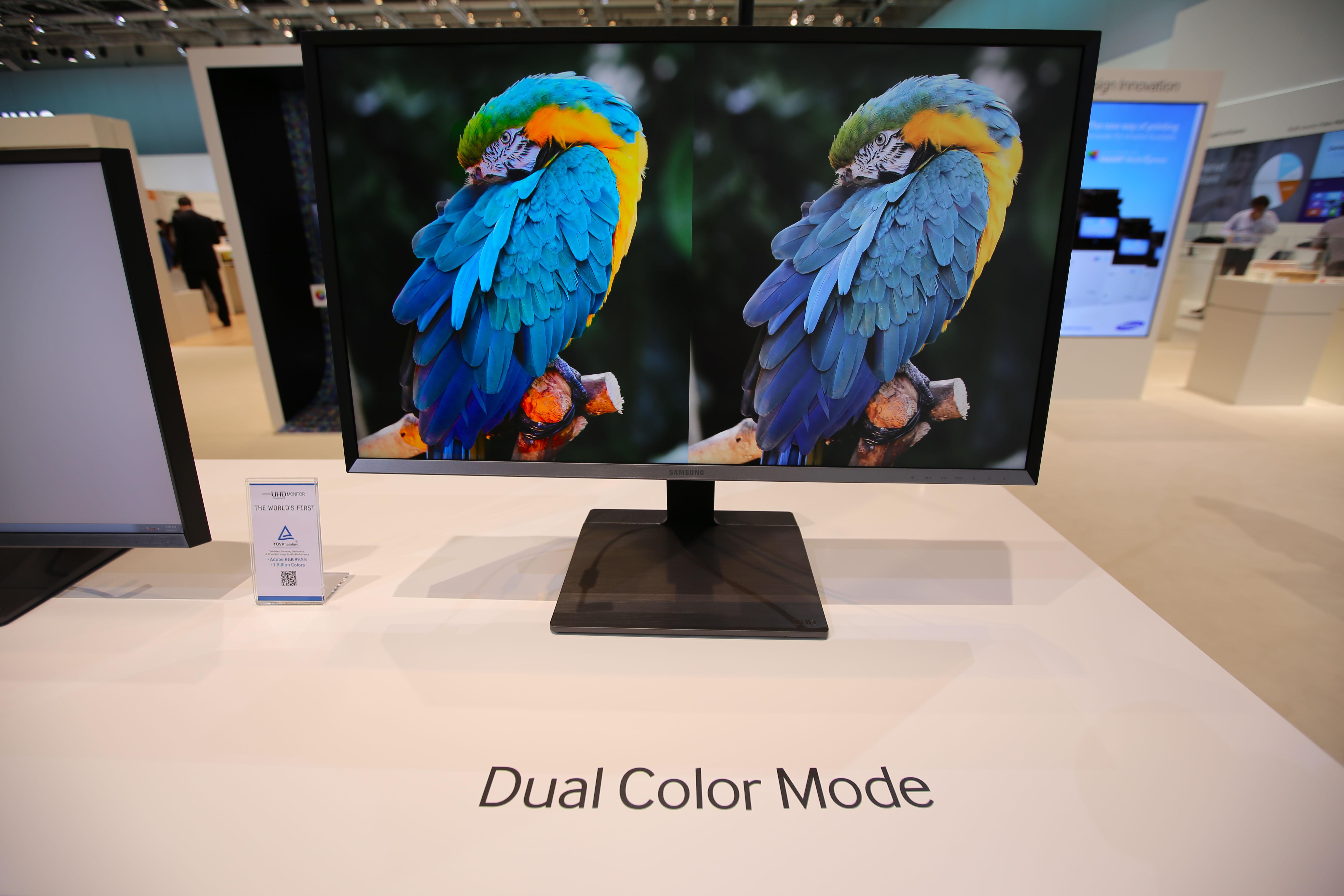 삼성 UHD 모니터의 듀얼 컬러 모드(dual color mode)로 비교하며 전문 작업이 가능합니다.