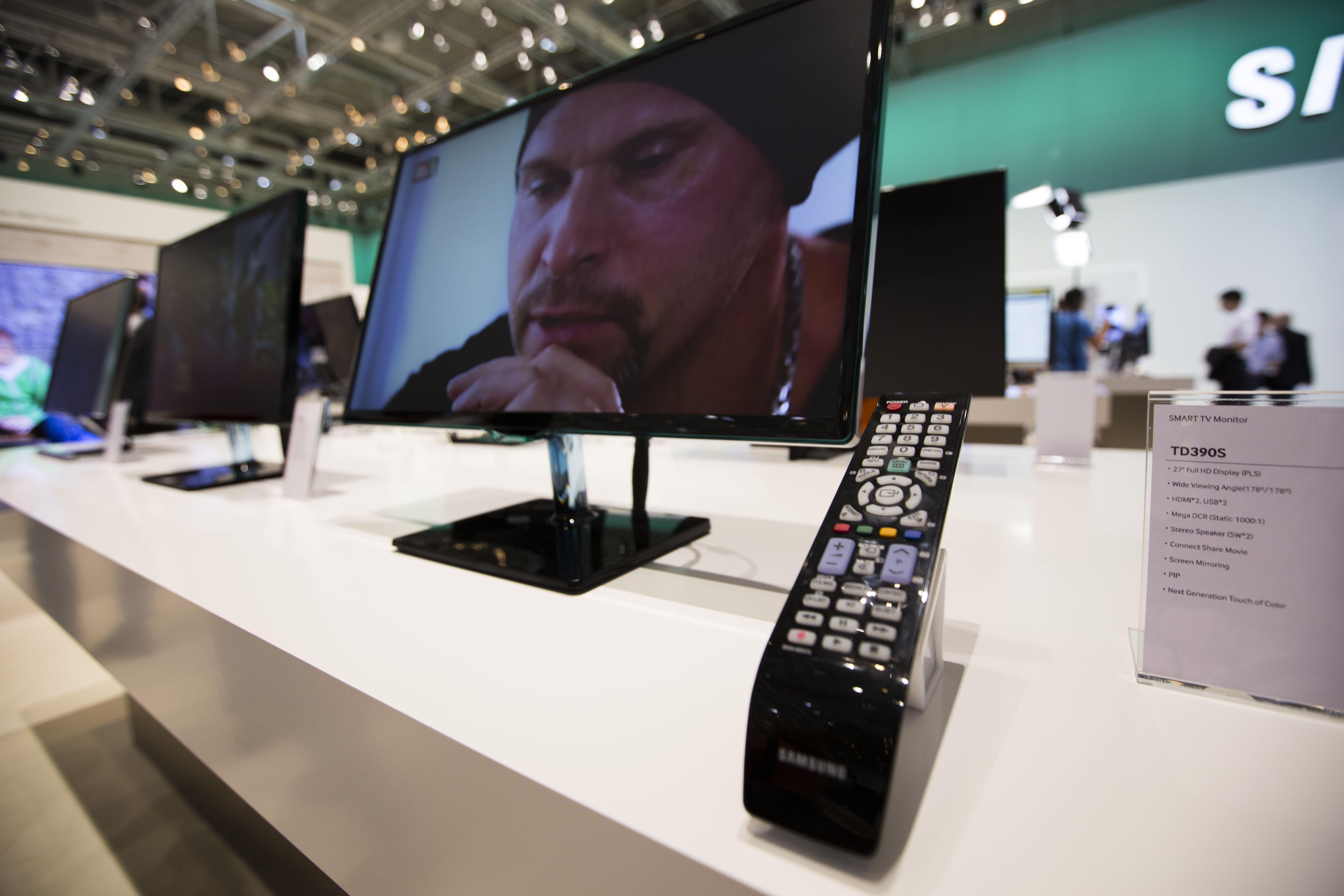 삼성 스마트 TV 모니터의 사진입니다.