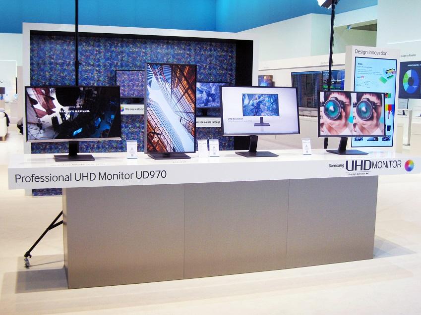 삼성 UHD 모니터 UD970의 전시 모습입니다.