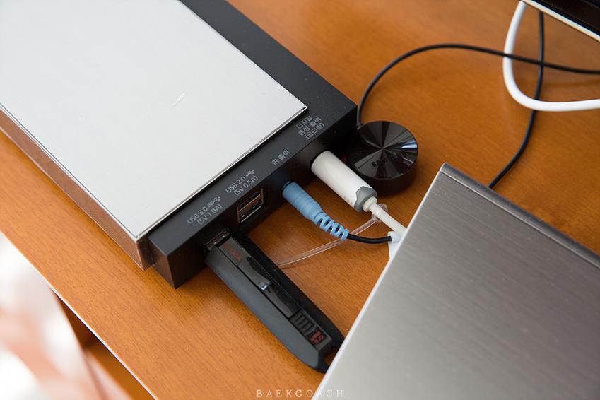 HDMI-CEC 기능으로 TV전원과 사운드바를 연결하는 모습