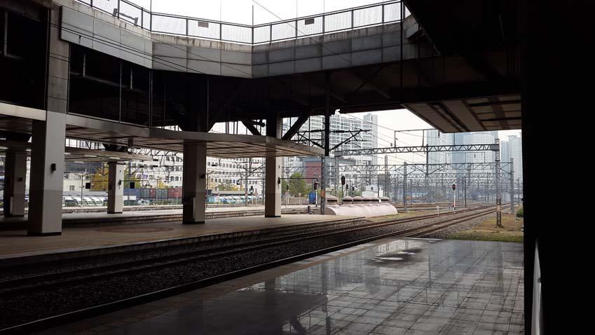 갤럭시 알파로 기차역을 찍은 사진입니다.