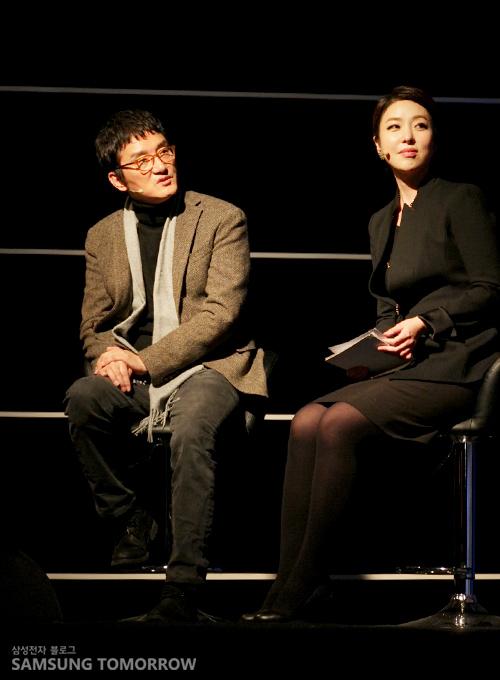 조세현 작가의 모습입니다.