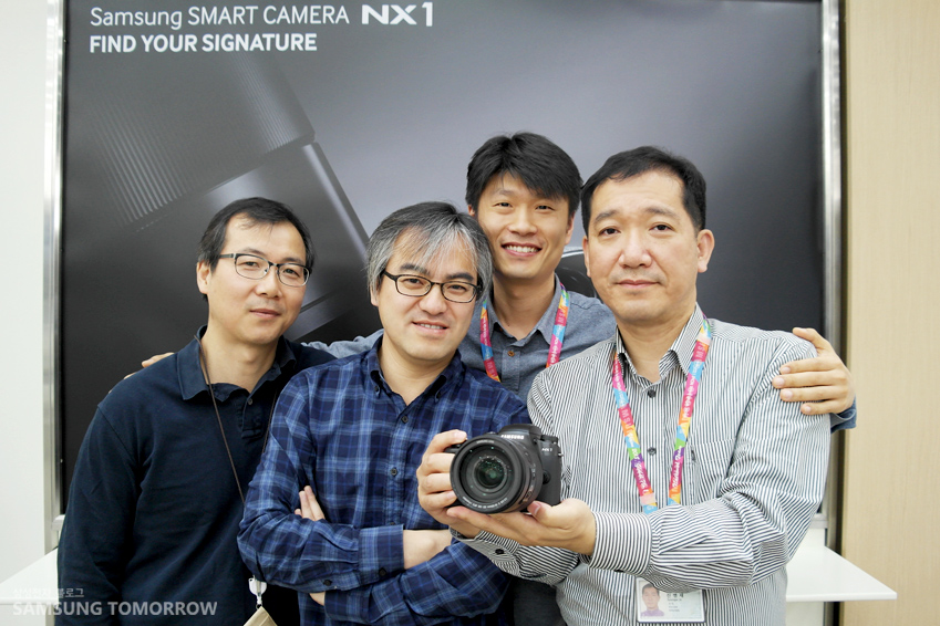 NX1 카메라 개발자 4인방