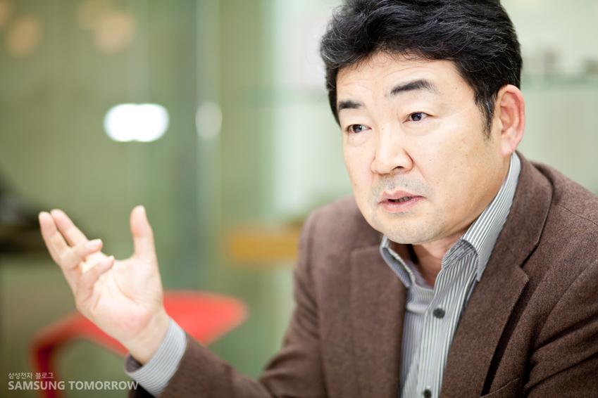 SADI 교육과정을 설명하는 김영준 학장