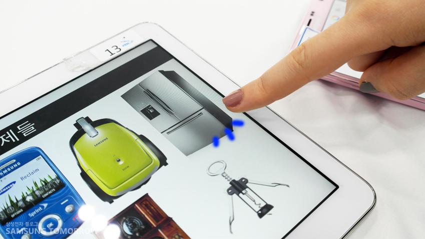 태블릿 화면에 보여지는 사물들 중에서 냉장고를 선택한 모습입니다.