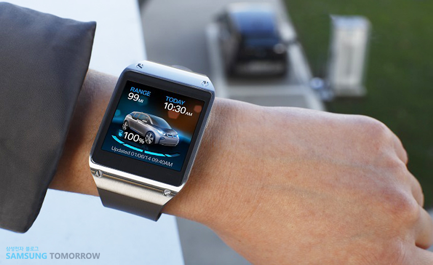 삼성 기어2에 자동차에 대한 정보가 떠 있습니다.