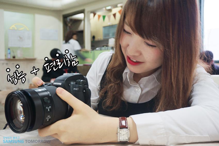 성능과 편리함을 두루 갖춘 삼성 NX1 카메라 사진입니다