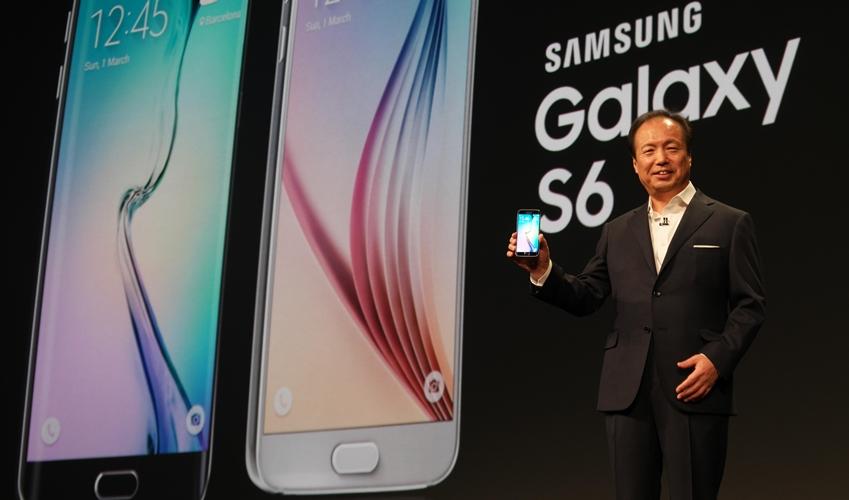 언팩 2015 행사에서 갤럭시 S6를 소개하는 신종균 대표의 모습입니다.