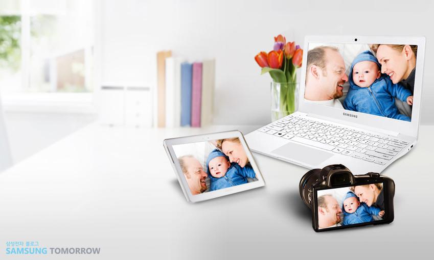 노트북, 태블릿, 카메라 등 여러기기에서 사진을 공유하는 모습