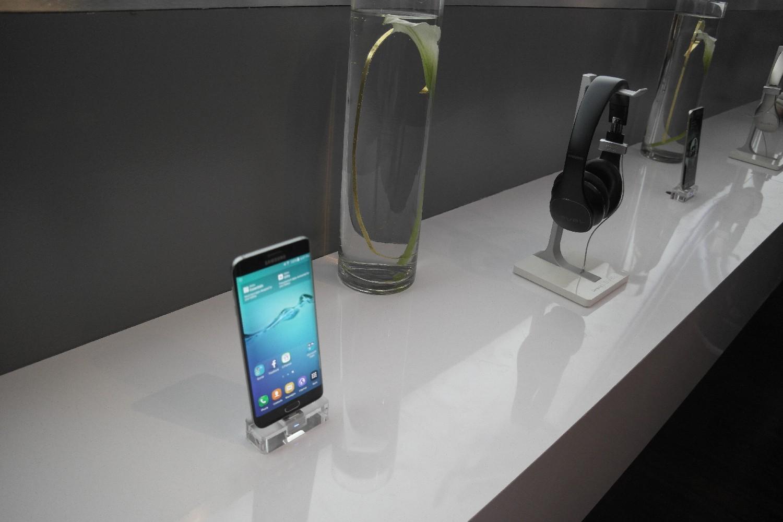 갤럭시 S6 엣지의 아름다운 듀얼 엣지 스크린, 이제 대화면으로 만날 수 있습니다.