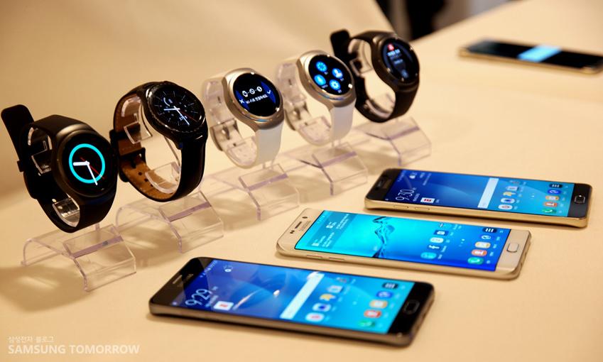 기어 s2와 삼성 스마트폰 입니다.