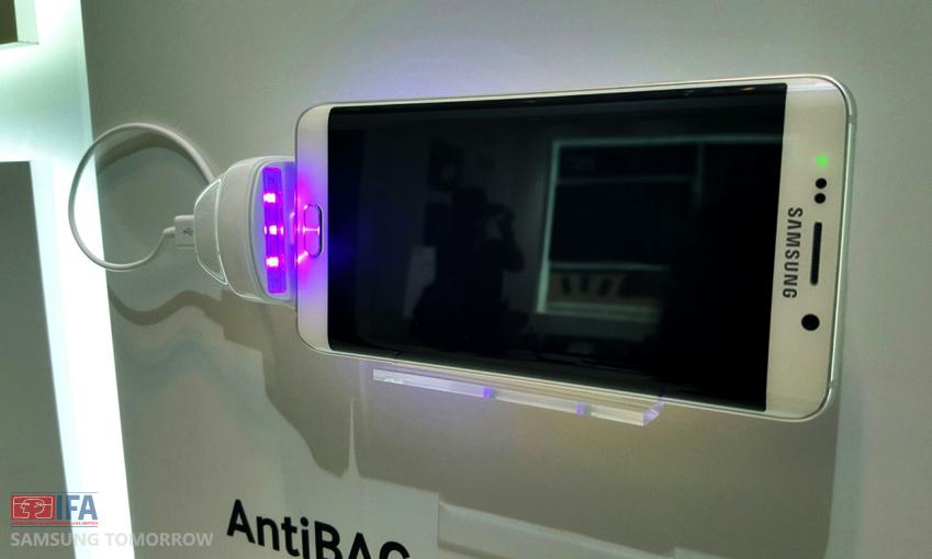 위노베이션 수상작이 삼성제품과 함께 전시되어 있다.