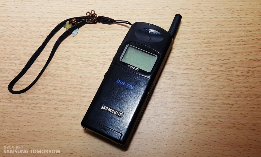 삼성 SCH-200F 휴대전화입니다.