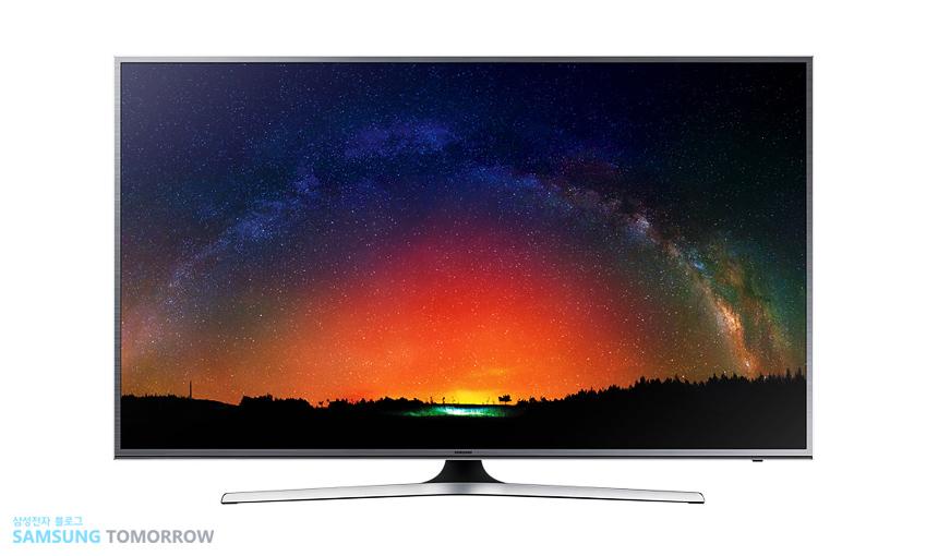 TV화면에 석양이 지는 모습이 나와 있습니다.