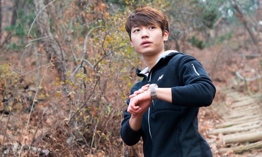 홍석씨는 평소 운동할 때 소지품을 최대한 줄이는 편이다. 강도 높은 훈련 도중 잃어버릴 염려가 있기 때문이다