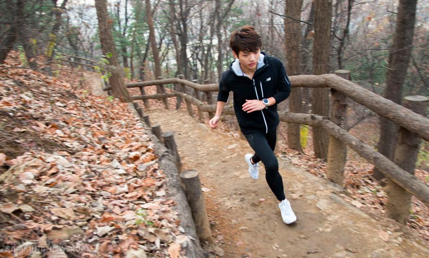 """홍석씨는 """"힘들고 어렵지만자연이 주는 쾌감은 꼭 한번 느껴볼 만하다""""며 트레일러닝에 도전해보길 권했다"""