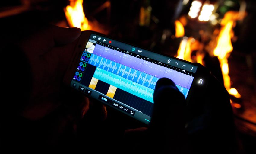 사운드 캠프 앱을 활용하면 스마트폰으로 언제 어디서나 손쉽게 음악 작업을 할 수 있는데요.