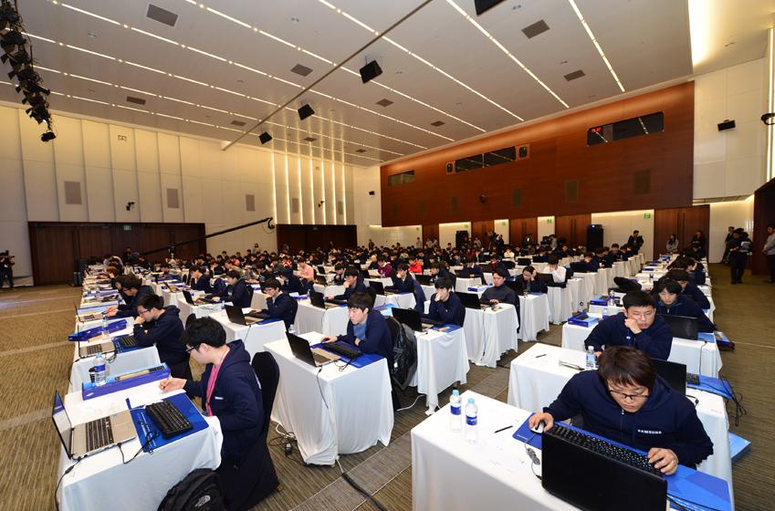 지난 14일 2015 삼성 대학생 프로그래밍 경진대회(Samsung Collegiate Programming Cup, 이하 'SCPC') 본선이 열린 삼성전자 서초사옥 다목적홀의 풍경이다.