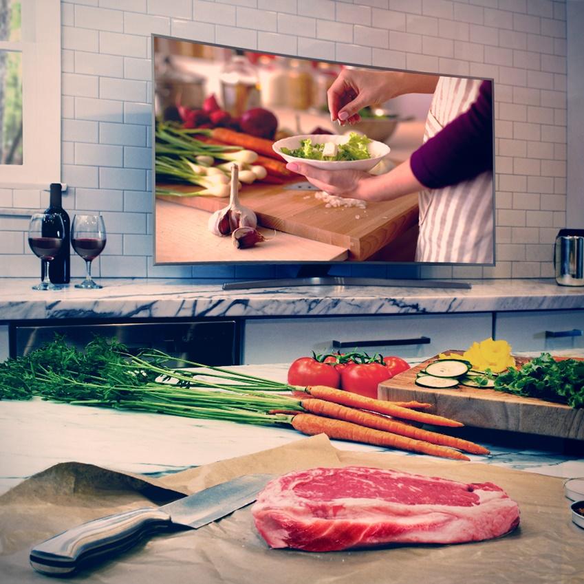 가구를 넘어서 인테리어 소품처럼 집과 어울리는 TV의 사진입니다.