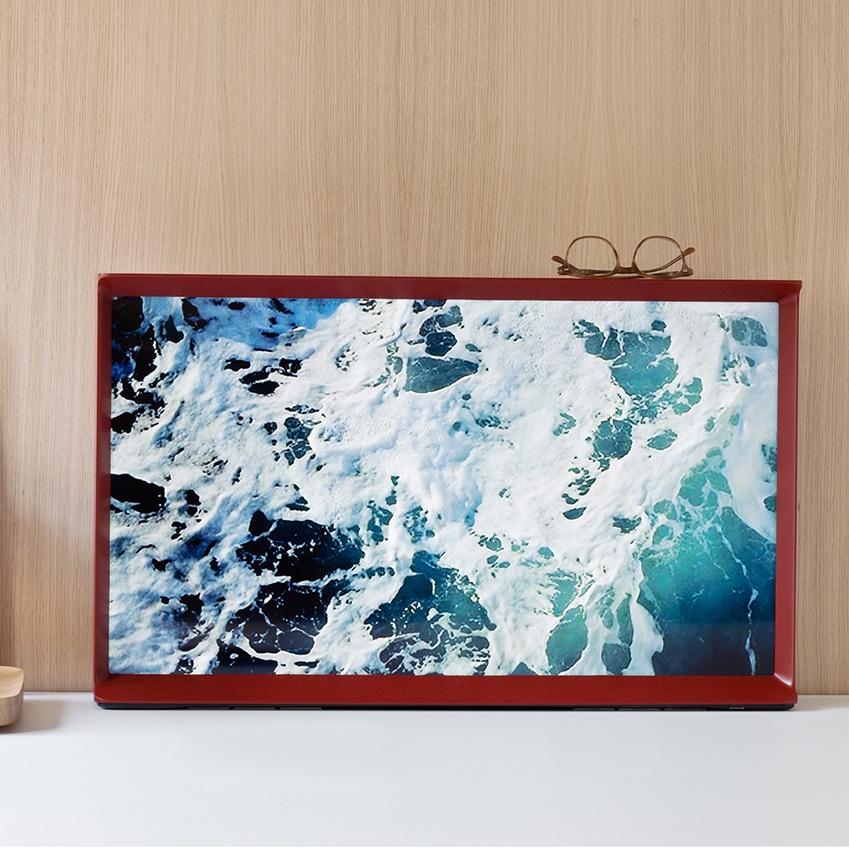 가구 디자이너 로난·에르완부훌렉 형제가 디자인한 세리프(SERIF) TV입니다.