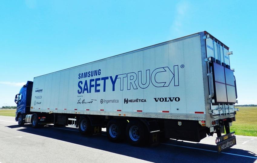 삼성 안전트럭의 측면 및 도로 주행 모습