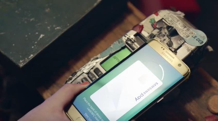 또, 카드 단말기에 스마트폰을 대기만 해도 순식간에 결제가 완료된다면요? 아주 오래된 단말기에서도 전혀 문제없이 말이죠