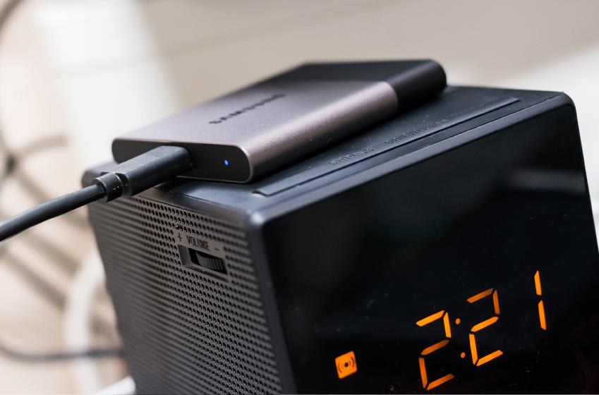 컴퓨터와 연결된 삼성 포터블 SSD 'T3'