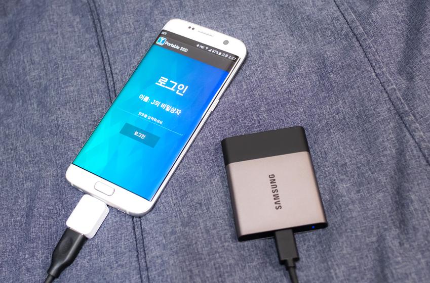 스마트폰에 연결해도 암호 입력창이 뜨는 삼성 포터블 SSD 'T3'