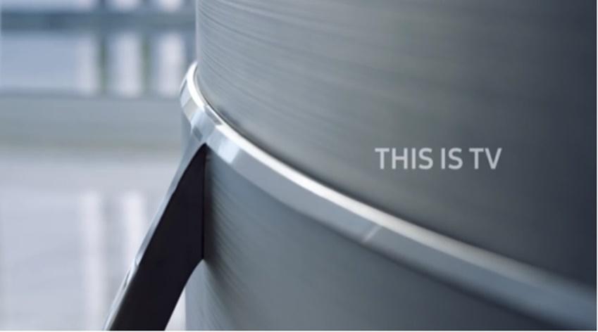 삼성 퀀텀닷 SUHD TV는 360도 디자인으로 인테리어용으로도 손색이 없다.