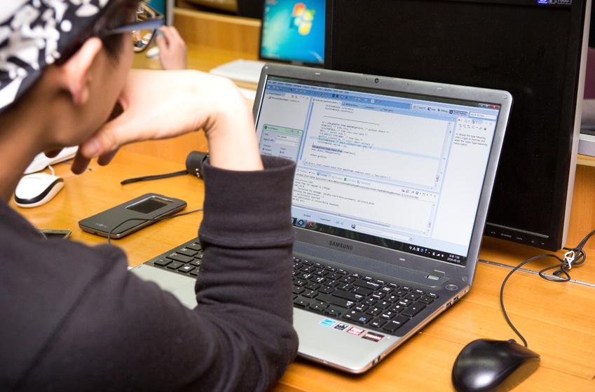 운영체제론 수업은 이론∙실습 두 분야에 걸쳐 진행된다. 이날은 타이젠의 여러 프로세스에 관한 이론 수업과 설정 파일 편집 실습이 진행됐다