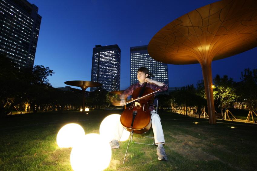 장려작<Central Park, Cello concerto DC. R345>, 김영진 수석